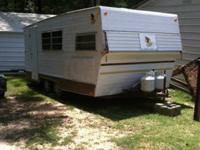 Great bit 18' camper trailer equipped for basic use -