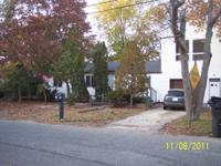 4-5 bedroom house. Main level has 3-4 bedroom, EIK,