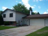 You won't believe your eyes! Great bilevel home with