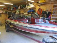 HAVE 19.5FT JAVELIN FOR SALE HAS 200HP OUTBOARD MECURY