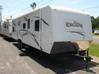 2013 K-Z ESCAPE 17 ft TOY HAULER for Sale in Meskegon, Michigan