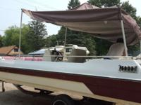 Great hurricane Deck boat, new floors. Great platform,