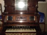 1900 Weaver pump organ. great condition. Well cared