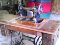 Antique singer sewing machine in really good