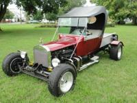 This is a gorgeous one-of-a-kind 1923 Ford T bucket
