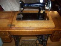 Singer antique sewing machine and cabinet. Serial