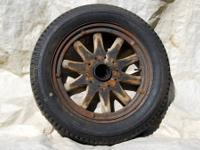 Available are 4 wood artillery spoke demountable rims