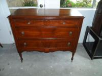 WE OFFERING FOR SALE A BEAUTIFUL 3 DRAWER DRESSER
