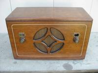 This is a gorgeous 1931 American Bosch tube radio. Has
