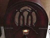 This is a gorgeous 1933 U.S. RADIO model 24 that plays