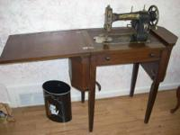 I am selling my 1937 antique Singer Sewing Machine. It