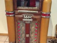 This Wurlitzer 800 Jukebox is gorgeous. There were