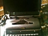 Rare vintage 1946 Royal Quiet De Luxe portable