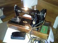 Old Singer sewing machine with accessories. It works,