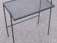 I'm selling my 1950s rod iron & steel patio side table.