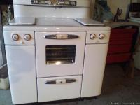 Beutiful antique stove that works! person who gave it