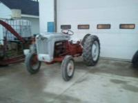 Ford 850 tractor with 5 speed transmission. Tractor