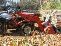 1957 ford 800 tractor with bucket loader. Has tire