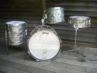 LUDWIG 4 PIECE CLUB DATE DRUM SET WITH 5x14 JAZZ