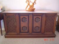 Working! Gorgeous credenza ... Has Stereo AM Fm Radio,