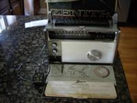 1963 Zenith Trans-Oceanic Royal 3000 Radio, AM, FM,