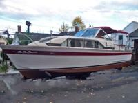 1968 30ft Chris Craft Constellation with twin 283