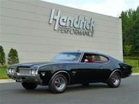 This 1969 Oldsmobile Cutlass W31 features a 350 V8