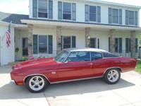 This replica of a 1970 Chevelle SS454 has it all;