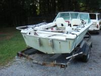 Well cared for Manatee fiberglass shallow draft fishing