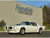 This 1970 Pontiac Firebird Trans Am features a 400 V8