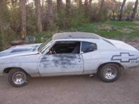 1971 Chevy Chevelle, has a Edelbrock modified 350 with