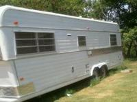 1972 Fifth wheel 24' camper that has a gooseneck