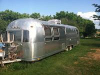 1976 31' International Sovereign Airstream Travel