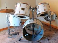 1976 Vintage Rogers 4 piece drum kit in New England