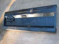 Selling a solid orginal oem early bronco tailgate from