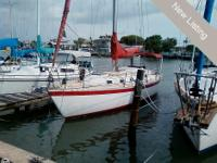 This 1978 Endeavor 32 is an excellent sailing vessel.