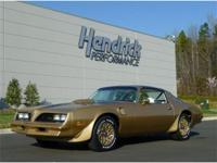 This 1978 Pontiac Firebird Trans Am features a 400 V8