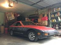 Hi, I have for sale a 1978 Porsche 924 2.0 4spd. It was