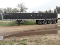 1981 Great Dane semi grain, hopper, open top trailer.