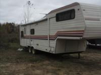 1981 Skamper 5th wheel with 20 foot awning ice cold ac