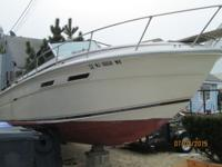 this is a 1981 25' sea ray Amberjack whit a mercruiser