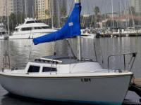1982 Catalina 22 Sailboat. Boat comes with 6 Sails (2