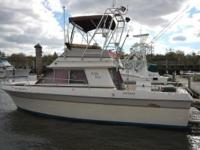 Description 28' Cruisers Villa Vee WITH A BOW THRUSTER