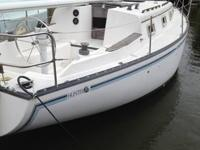 1982 Hunter 33SL . Hunter Sailboat that is 33 feet in