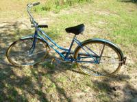 For sale is a vintage 1982 Schwinn Collegiate 3 Speed