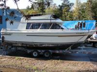 "Length 28', Beam 11'1"", Fuel capacity 150 gallons,"