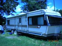 1984 Holiday Rambler imperial 34 its in excellent