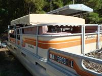1984 Sun Tracker 24 ft Party Barge w/40hp Mercury