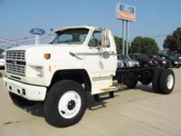 1985 Ford F-8000 Cab & Chassis/ Single axle/