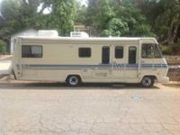 1985 Winnebago Chieftan in Excellent Condition- - White